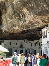 Stores built under and in the cliff